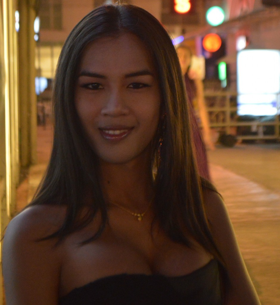 Annie Smiling at Night David Bonnie Bangkok Thailand davidbonnie.com