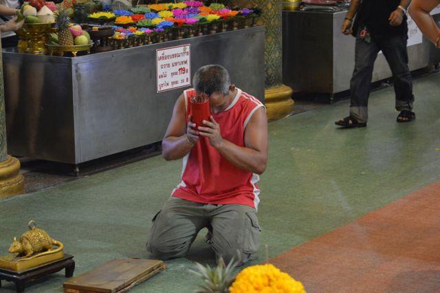 Farang Praying David Bonnie Bangkok Thailand davidbonnie.com
