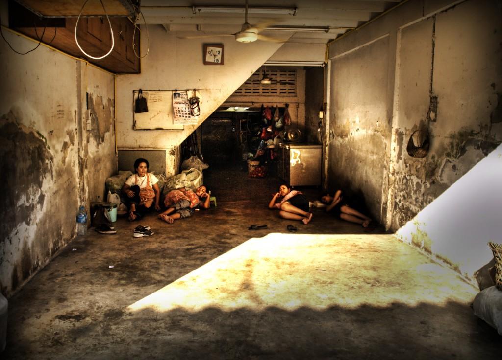 ladyboys-davidbonnie-annie-thailand-family-life.jpg