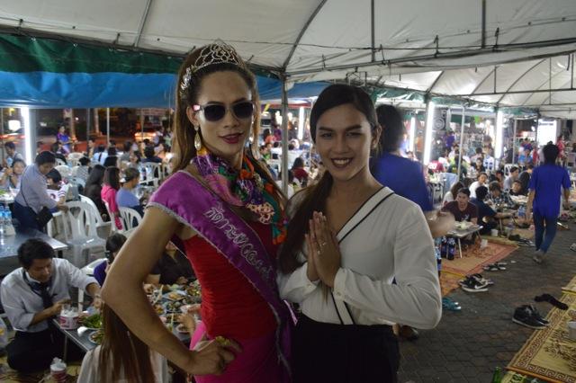 ladyboys-davidbonnie-annie-thailand-hostess