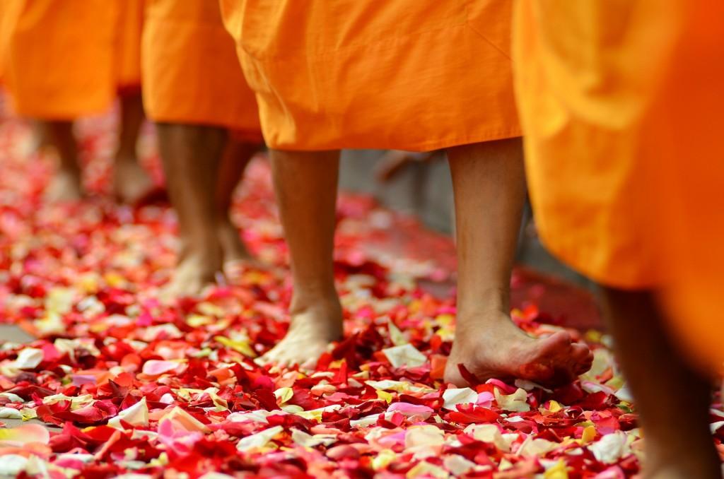 ladyboys-davidbonnie-annie-thailand-monk walk.jpg